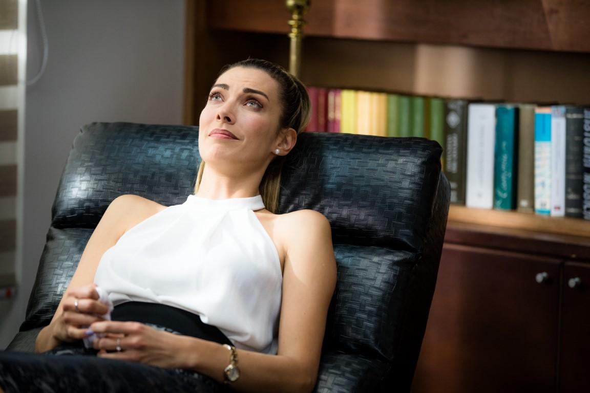 Natalia cae en el camino corrupto en 'Un bandido honrado'