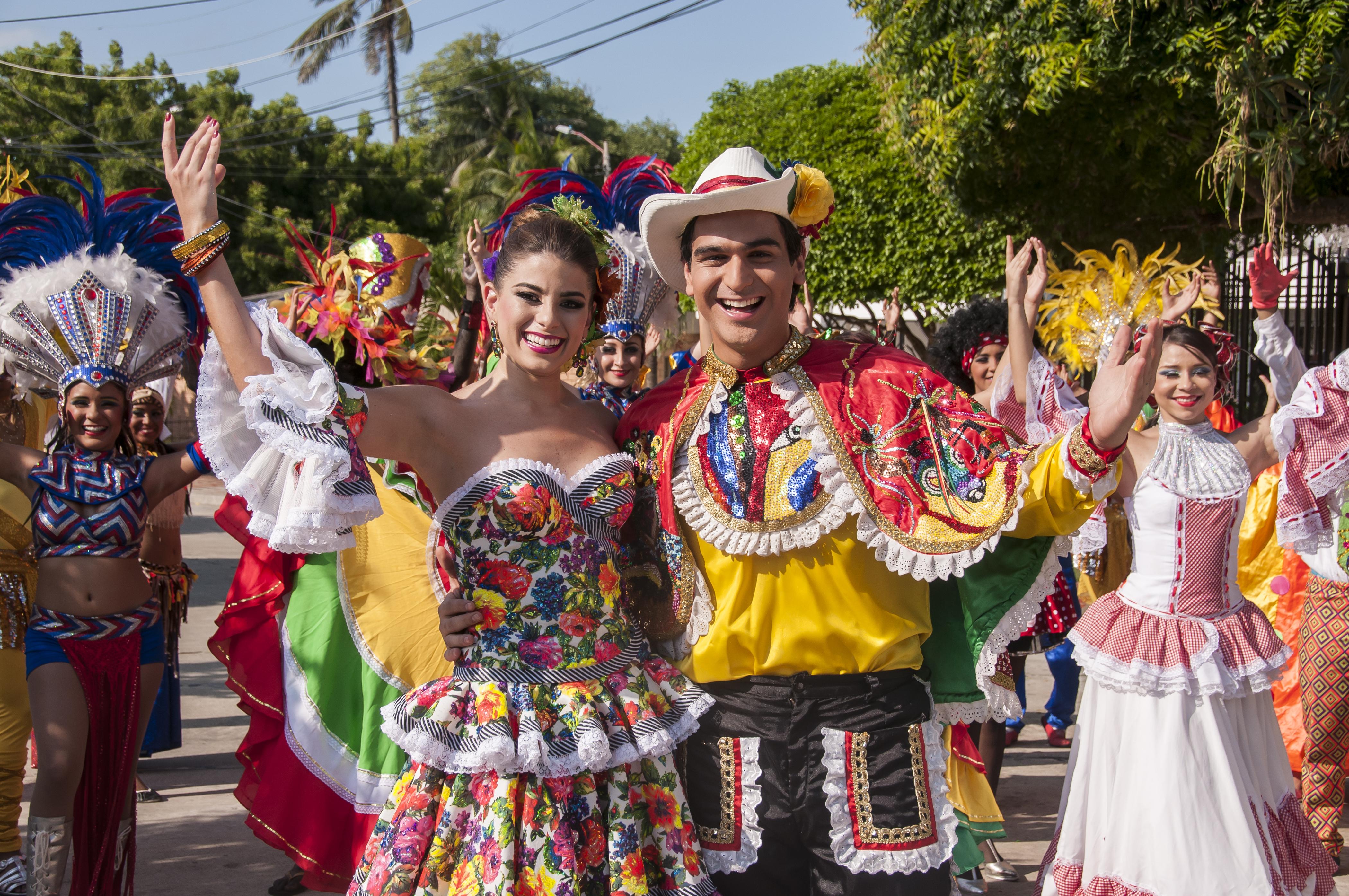 """Cristina Felfle Fernández de Castro y Alejandro Palacio protagonizan """"Muévete y Pégate"""", el video oficial del Carnaval de Barranquilla 2015"""