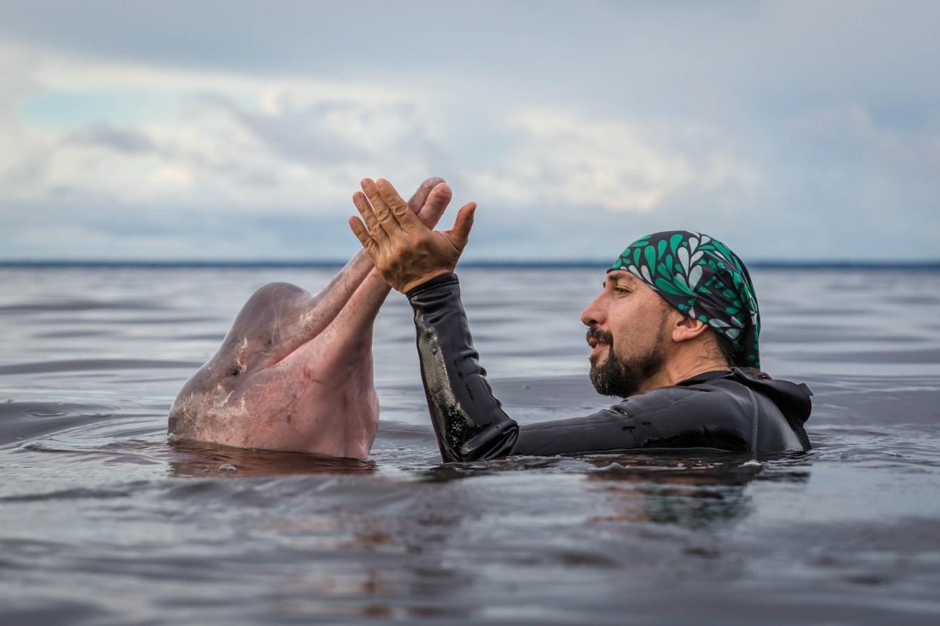 El hombre delfín vive en la Amazonía